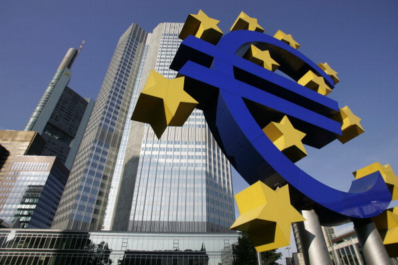 """FILES - A picture taken 28 June 2005 shows a giant Euro symbol, the currency of the EU, standing in front of Frankfurt's Eurotower, which houses the European Central Bank (ECB). German Finance Minister Peer Steinbrueck insisted 30 January 2007 that the independence of the European Central Bank was """"sacrosanct"""" amid French calls for the ECB to be made more answerable to politicians. AFP PHOTO JOHN MACDOUGALL (Photo credit should read JOHN MACDOUGALL/AFP/Getty Images)"""